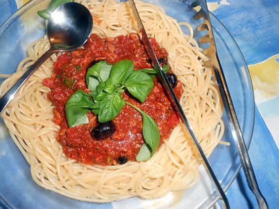 recette de spaghetti sauce tomate au thon. Black Bedroom Furniture Sets. Home Design Ideas