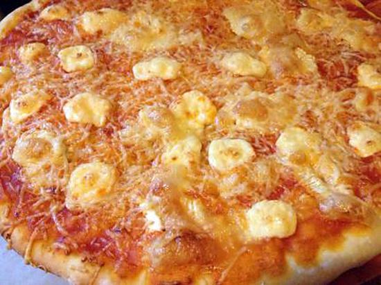 recette de pizza la sauce tomate et au camembert. Black Bedroom Furniture Sets. Home Design Ideas