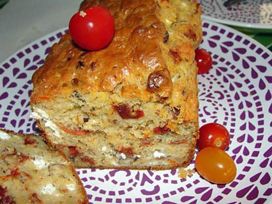 recette cake tomate séchées, feta, noisettes