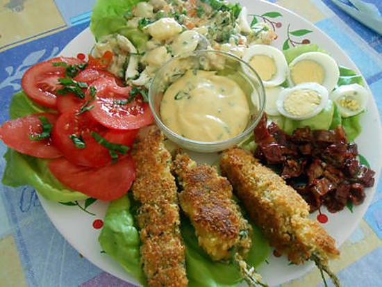 Meli melo de salade et brochettes de moules panées 430