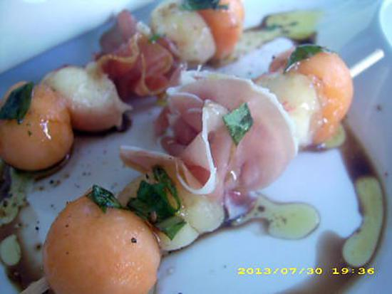 recette brochettes de fruits au jambon de bayonne, sauce basilic