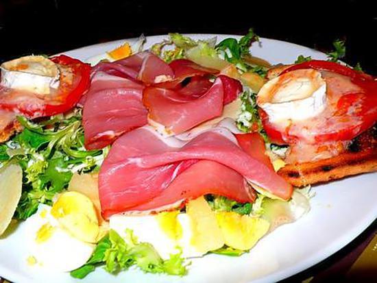 recette Salade fruitée avec son jambon de parme et gratiné de chèvre sur son toast