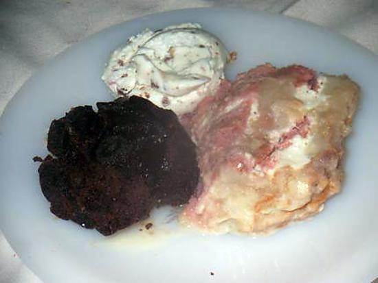 recette assiette avec gateau extra  aux poires de mamyloula et coulant au chocolat de jeanmerode avec glace vanille et amandes