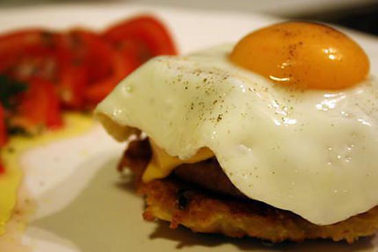 recette Oeuf au plat sur galette de pomme de terre et steak haché