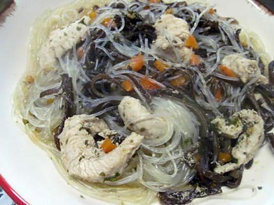 Emincé de dinde au vermicelle et champignons noirs.