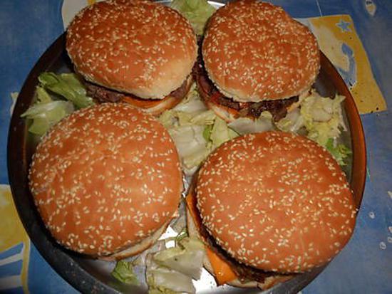 recette de cheseburger aux oignons frits. Black Bedroom Furniture Sets. Home Design Ideas