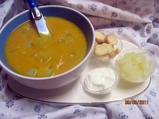 Recette de soupe de potiron aux cubes de p tisson blanc - Soupe potiron cocotte minute ...