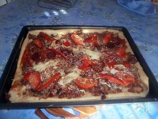 recette de recette de pizza au jambon champignons chorizo poivrons tomates et fromage. Black Bedroom Furniture Sets. Home Design Ideas