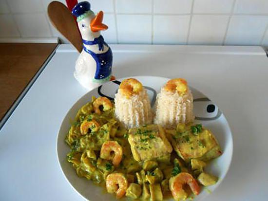 recette de saumonette et sa sauce au curry crevettes et champignons. Black Bedroom Furniture Sets. Home Design Ideas