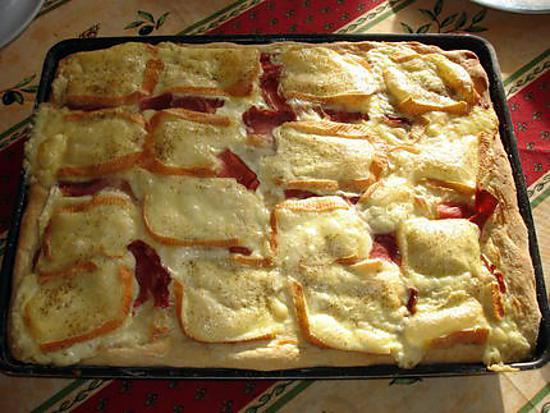 recette de pizza cr me fraiche jambon cru et maroilles. Black Bedroom Furniture Sets. Home Design Ideas
