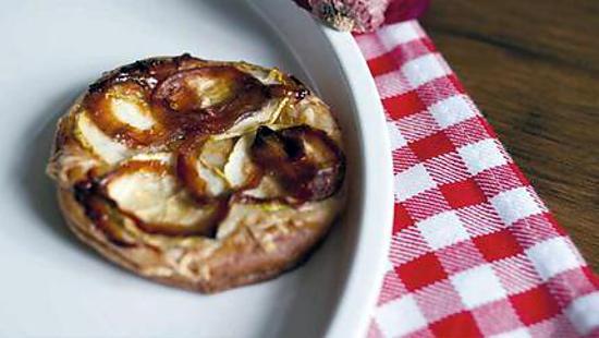 recette de tarte aux oignons rouges caram lis s. Black Bedroom Furniture Sets. Home Design Ideas