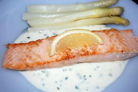 Recette de pav de saumon et sauce aux asperges blanches - Cuisiner un pave de saumon ...