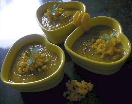 recette Soupe tiède aux légumes estivaux, à l'ail et au piment d'Espelette