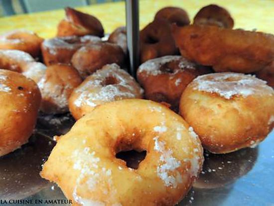 recette de donuts natures et donuts la confiture de fraises. Black Bedroom Furniture Sets. Home Design Ideas