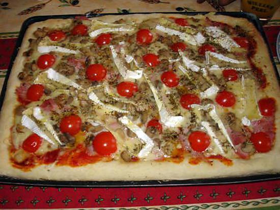 recette de pizza au jambon tomates cerises et camembert. Black Bedroom Furniture Sets. Home Design Ideas