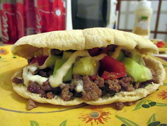 Recette De Pita Burger A La Salade De Concombre Tomate