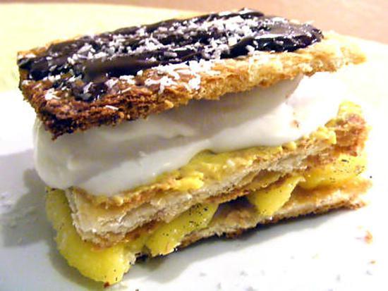 recette Mille-feuilles à la mangue vanillée, crème glacée à la noix de coco, citron et sauce au chocolat