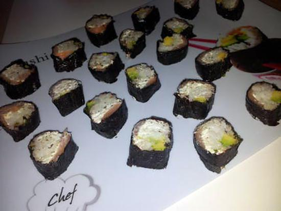 recette de sushi saumon avocat et boursin. Black Bedroom Furniture Sets. Home Design Ideas