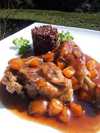 Recette de cuisses de canard confites aux abricots et riz noir - Recette manchons de canard en cocotte ...