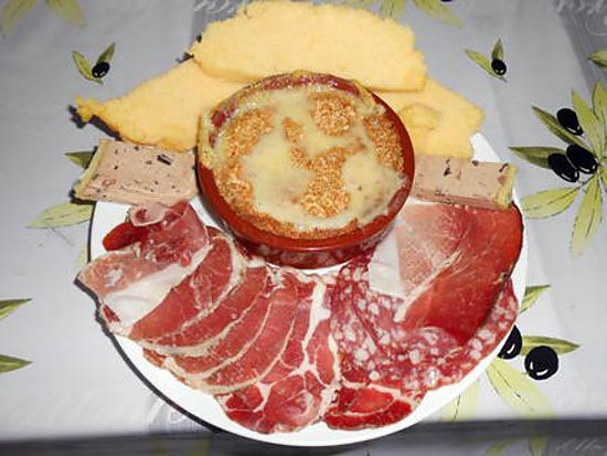 recette de camembert au four charcuterie et polenta. Black Bedroom Furniture Sets. Home Design Ideas