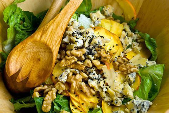 recette Salade aux pêches, bleu et noix de Grenoble