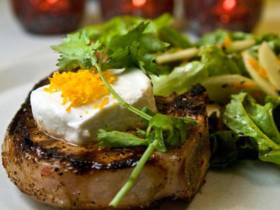 recette Côtelettes de porc BBQ, chèvre et piment d'Espelette de Sainte-Béatrix