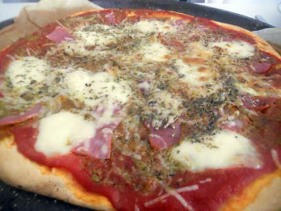 recette de pizza pesto jambon cru mozzarella. Black Bedroom Furniture Sets. Home Design Ideas