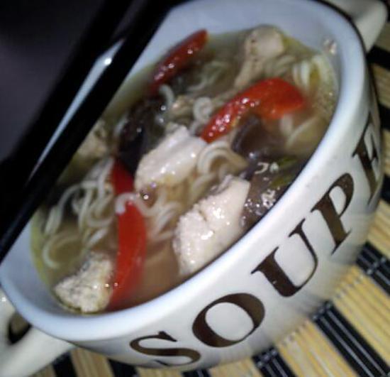 recette de soupe chinoise de vermicelles au poulet. Black Bedroom Furniture Sets. Home Design Ideas