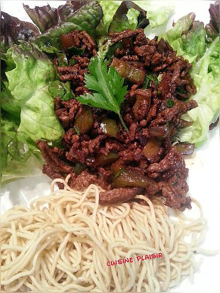 recette Haché de boeuf au poivron, soja, piment, persil et salade - nouilles chinoises