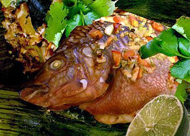 recette Tilapia grillé aux fines herbes cuit dans des feuilles de bananes
