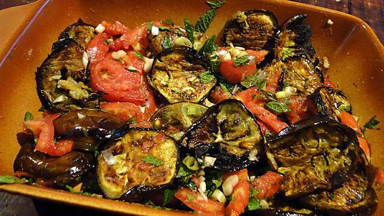 Recette de salade d 39 aubergines grill es et tomates - Recette aubergine grillee ...