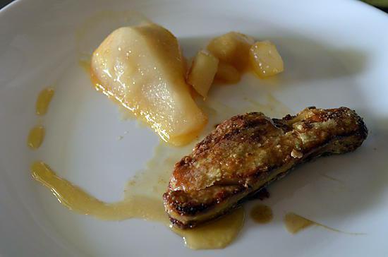 recette de foie gras poele et poire r tie au miel. Black Bedroom Furniture Sets. Home Design Ideas