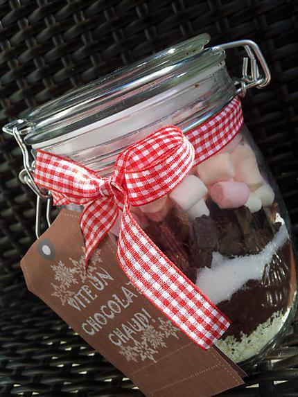 recette de bocaux de chocolat chaud au marshmallow cadeau gourmand. Black Bedroom Furniture Sets. Home Design Ideas