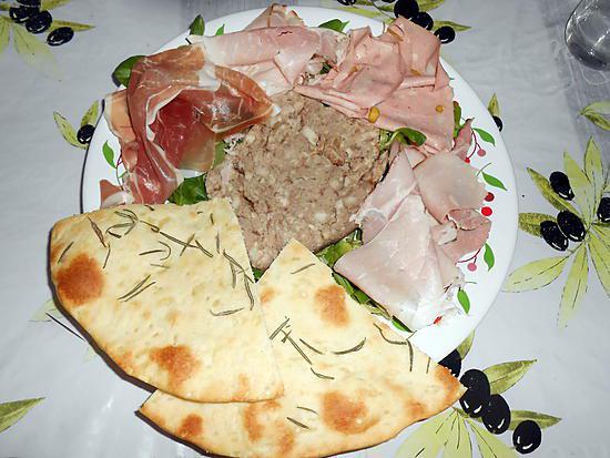 recette PIZZA BLANCHE AU ROMARIN pour remplacer le pain et CHARCUTERIE