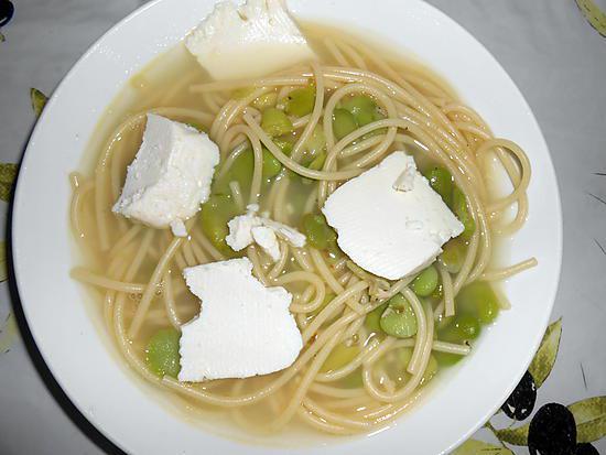 recette de soupe de feves au fromage de brebis frais. Black Bedroom Furniture Sets. Home Design Ideas