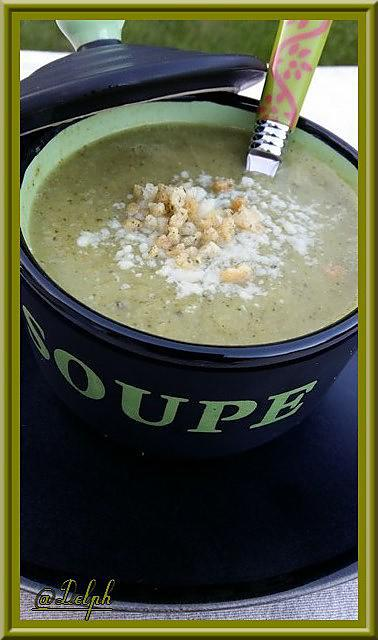 Recette de velout de brocolis par oh la gourmande - Veloute brocolis thermomix ...
