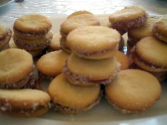 Recette d 39 alfajores sables en sandwich fourres de confiture de lait dulche de leche et de - Recette sable confiture maizena ...