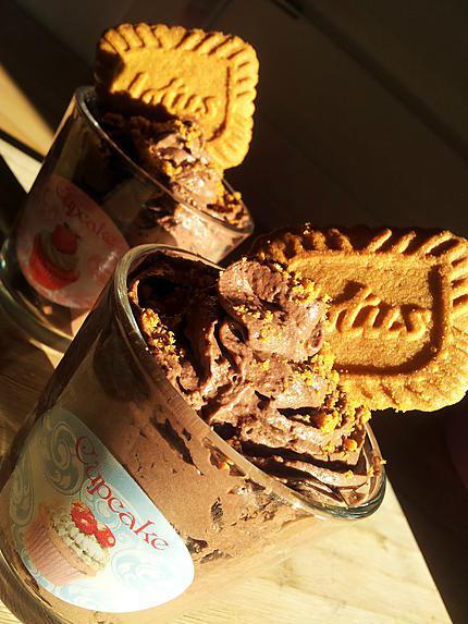 Recette de mousse au chocolat la cr me fouett biscuit e - Mousse au chocolat a la creme ...
