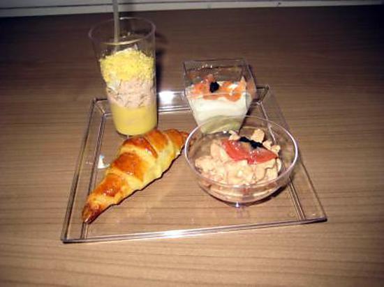 recette de plateau ap ritifs croissants aux anchois verrine thon aux p che verrine de. Black Bedroom Furniture Sets. Home Design Ideas