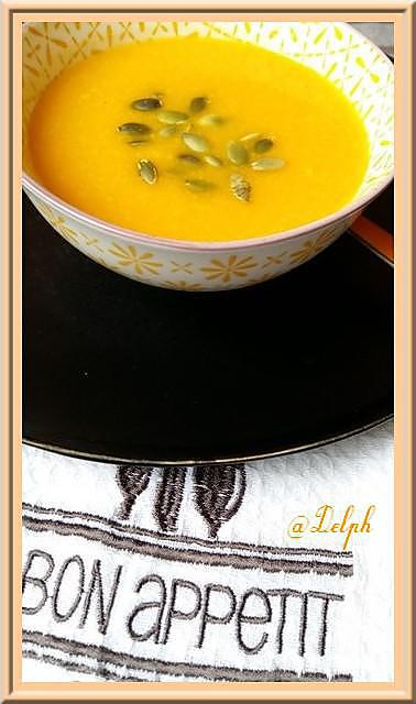 Recette de soupe de potiron carottes et mimolette - Soupe potiron cocotte minute ...
