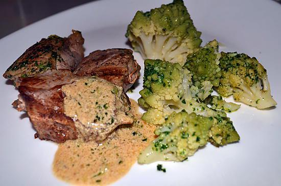 recette de grenadins de veau sauce cremee et chou romanesco. Black Bedroom Furniture Sets. Home Design Ideas