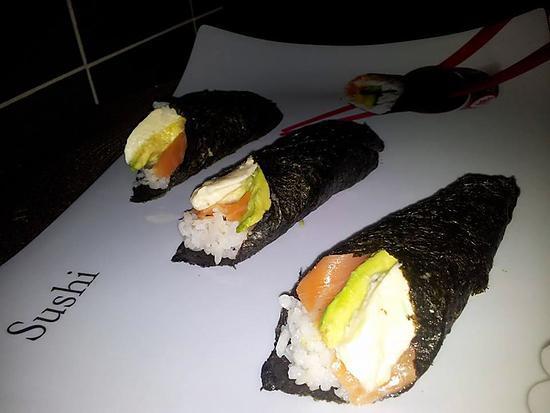 recette Cornets de sushis fait maison au saumon-avocat et mozzarella