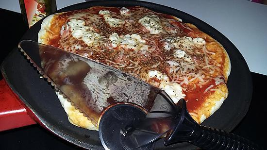 recette Pizza a la poêle babybel saucisse de Strasbourg