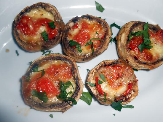 recette de champignons farcis tomate mozzarella. Black Bedroom Furniture Sets. Home Design Ideas