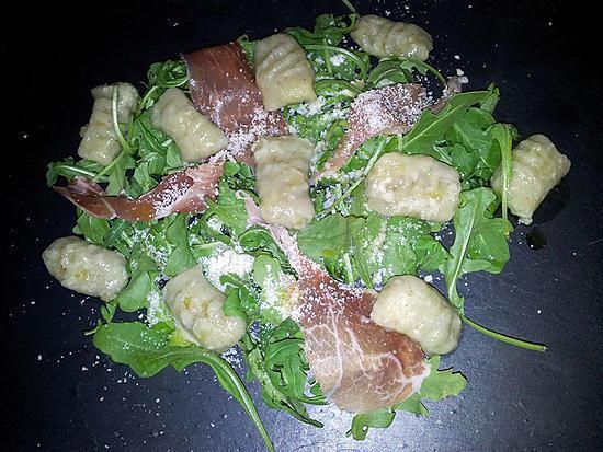 recette Salade de gnocchis à la roquette jambon-cru et parmesan
