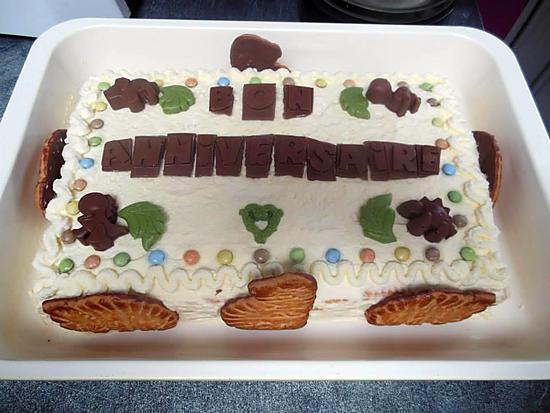 recette Gâteau d'anniversaire aux petits beurre thème dinosaure
