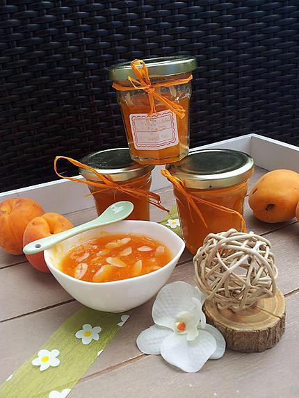 recette Confiture faites maison d'abricots et amandes effilés