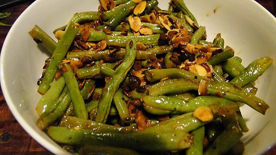 recette de haricots verts aux amandes et l 39 ail. Black Bedroom Furniture Sets. Home Design Ideas