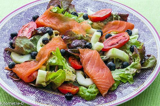 recette Salade de truite fumée, myrtilles, concombre et tomates