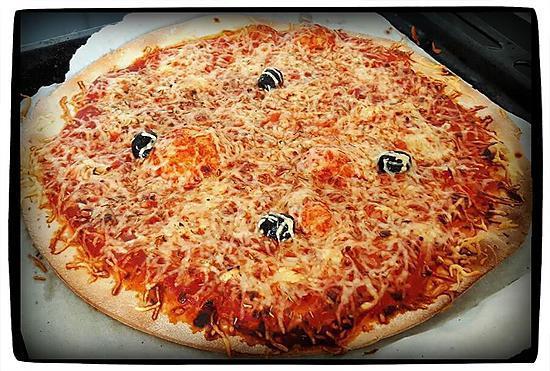 recette de pizza jambon fromage par choupette two. Black Bedroom Furniture Sets. Home Design Ideas